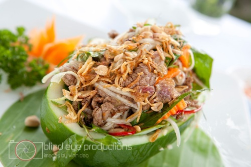 Fresh papaya salad with beef