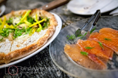 Half Quattro Flowers and Salmon Sashimi Pizza
